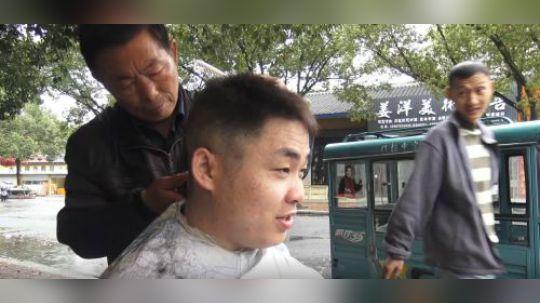2月2龙抬头,小伙街头6元理发,这发型理得太帅啦.