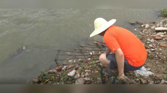 用一天的时间到池塘河里湖里 ,用强磁打捞,看看小伙又捞到了什么