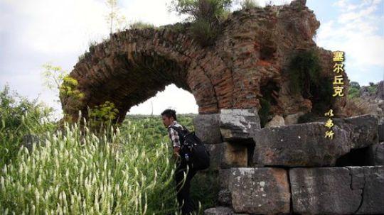 这一集雷探长将潜入一条3000年历史的古代地下迷宫,这条迷宫有10公里长,是古代基督教徒躲避异教追杀而建,诡异幽深的地下世界是否还会有奇怪的事情发生呢?这一集也会走进土耳其人的生活,看看他们对待中国人的态度如何?