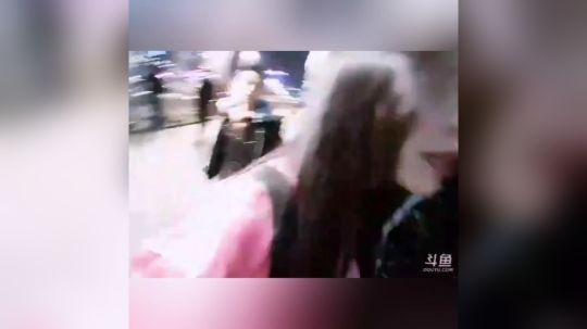 户外跳舞主播:周馨馨 房间1205882 QQ群611143068