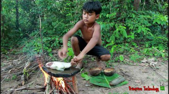 小弟弟野外烤鱼啊