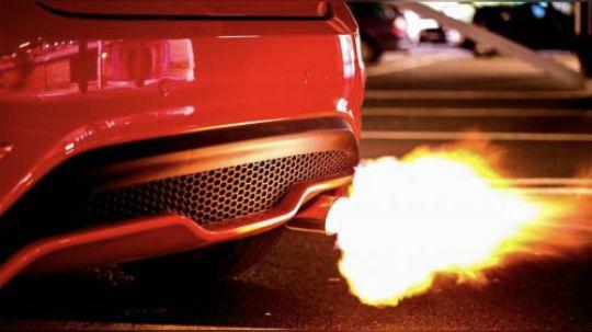 为什么汽车油箱加满之后,车的动力好像变强了?