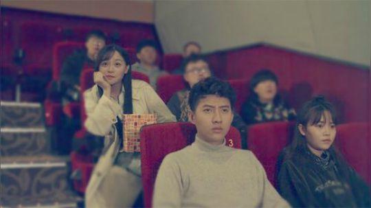 陈翔六点半:看电影被后排的女神观众不断骚扰,这种情况该咋办?