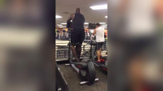 活捉大鲨鱼奥尼尔在奥兰多健身房健身