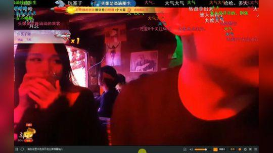 正直博偶遇认识美女老乡沐阳一起在酒吧喝酒唱歌 大家很开心1