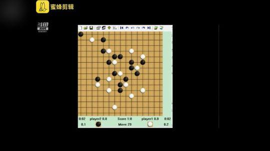 电脑使用强化学习通过不断对弈自己学会下五子棋