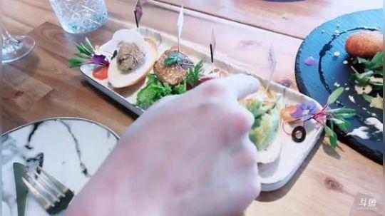 逛街→探访武汉最高BRUNCH早午西餐店 2019-04-17 11点场