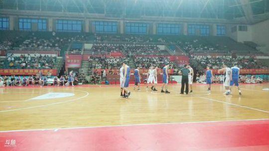 广东工业大学篮球大联赛信工VS轻化暨篮球宝贝拉拉操比赛(1)
