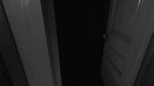 层层恐惧二P3:在木板后面偷窥假人,他居然动了吓我一跳!