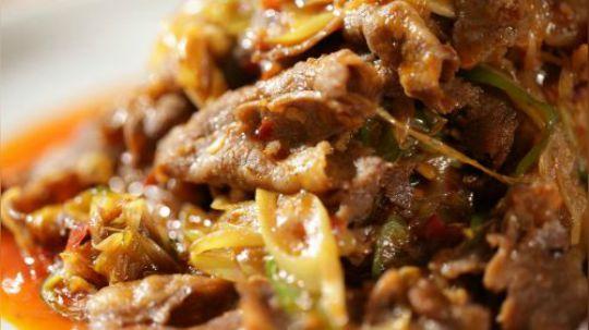 肥牛真是一种很讨人喜欢的食材,除了涮火锅,常见于酸汤肥牛或者爆炒这类家常菜。大葱和肥牛绝对是黄金搭档,今天教大家这道葱爆肥牛简单快手,风味和葱爆羊肉有得一拼,既开胃又下饭!