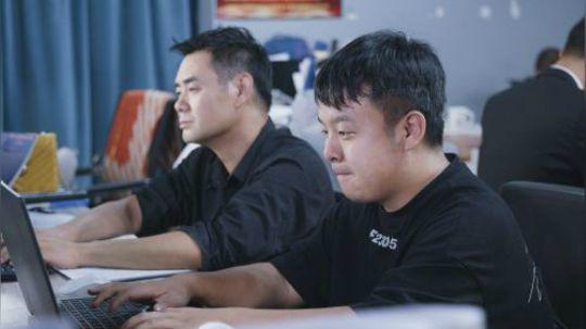陈翔六点半:这家公司号称永不加班,员工却每天通宵熬垮身子!