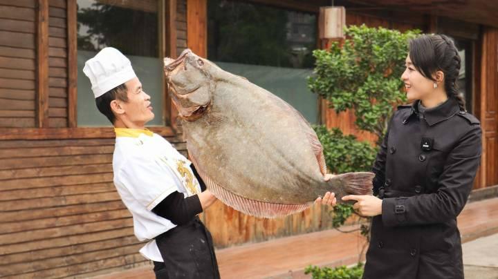 """25斤超大""""魚皇""""太難得了!表嫂花1500直接拿下,送給私廚做美食"""